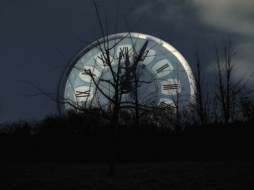 date-62740_1280 Don't dwell on your past: Photo of a clock in a dark night behind bushes